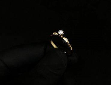 Anel Meia Aliança Ouro 18K Zircônia 53
